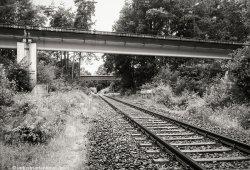 Der Fahrweg der Transrapid Versuchsanlage Emsland überquert konventionelle Rad-Schiene-Technik