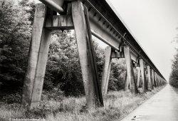 Die aufgeständerte Fahrweg-Variante gab es in Beton- und Stahlausführung